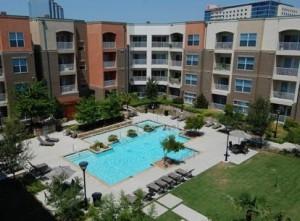 Amli Galatyn Station Apartment Pool View..
